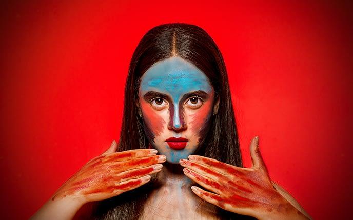 retrato-fondo-rojo